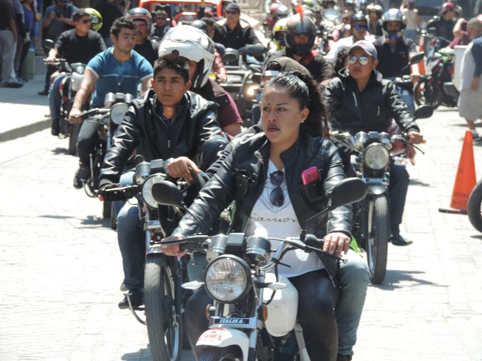 Participan más de 500 motociclistas en rodada Bicker