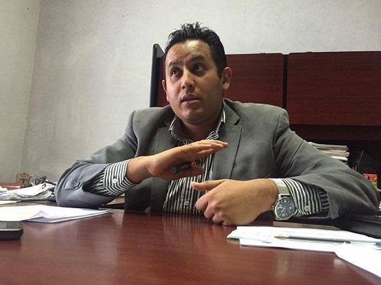 El Secretario del H. Ayuntamiento, Lic. Marco Tulio Aboytes Espinosa, dio a conocer que tras recibir los resultados de los exámenes de control y confianza en el primer bimestre del año 2016