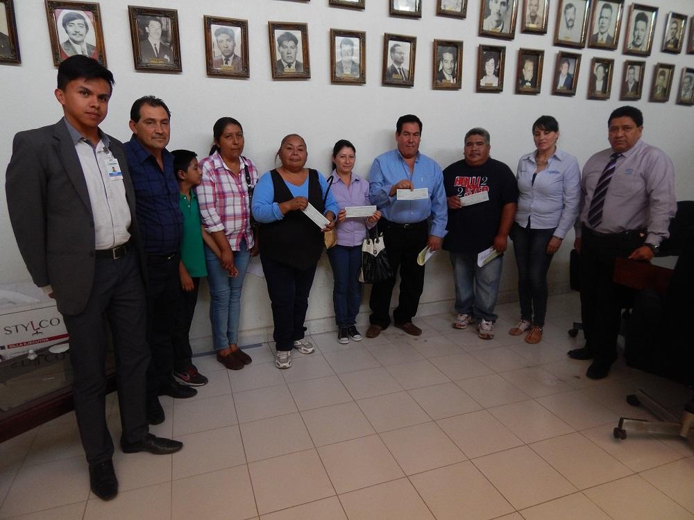 En esta ocasión los cheques fueron entregados por el representante del programa Créditos Fondos Guanajuato, Ricardo Amezcua, con la presencia del regidor Juan Rosas Ramírez y la sindico, Adriana Méndez Trejo, quienes estuvieron en representación del alcalde, Rafael Ramírez Tirado.