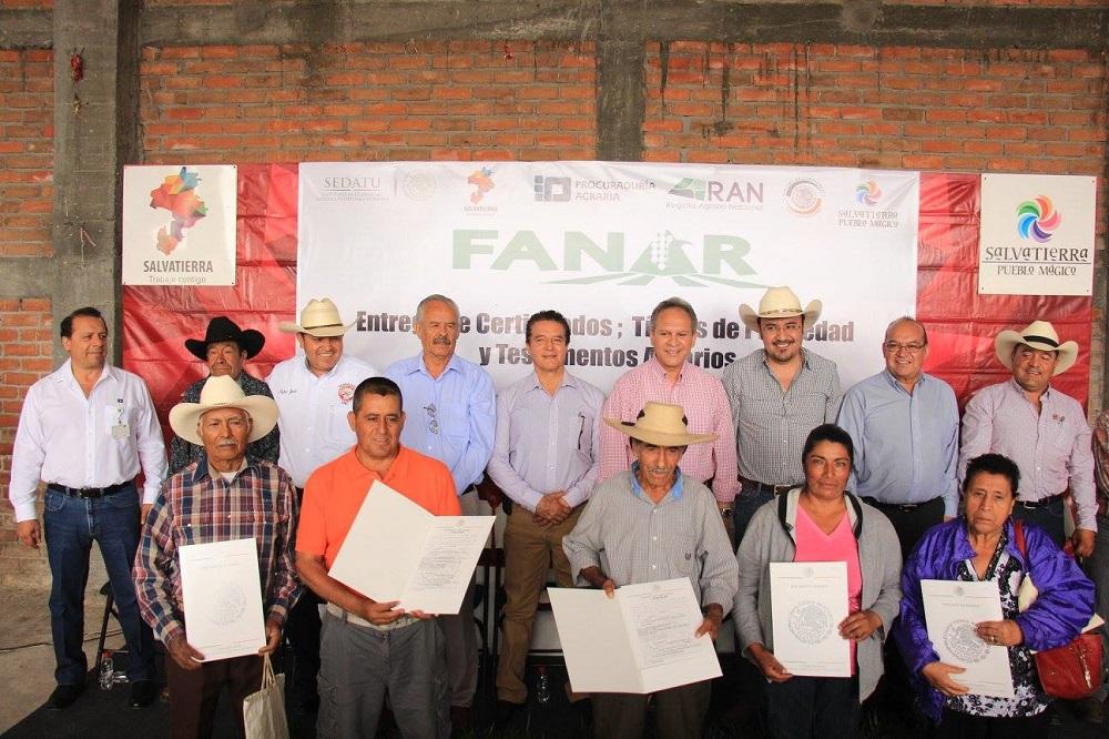 Velázquez Fernández , señaló que gracias a estas acciones se logra que la gente de las comunidades tengan una certeza jurídica de sus propiedades.