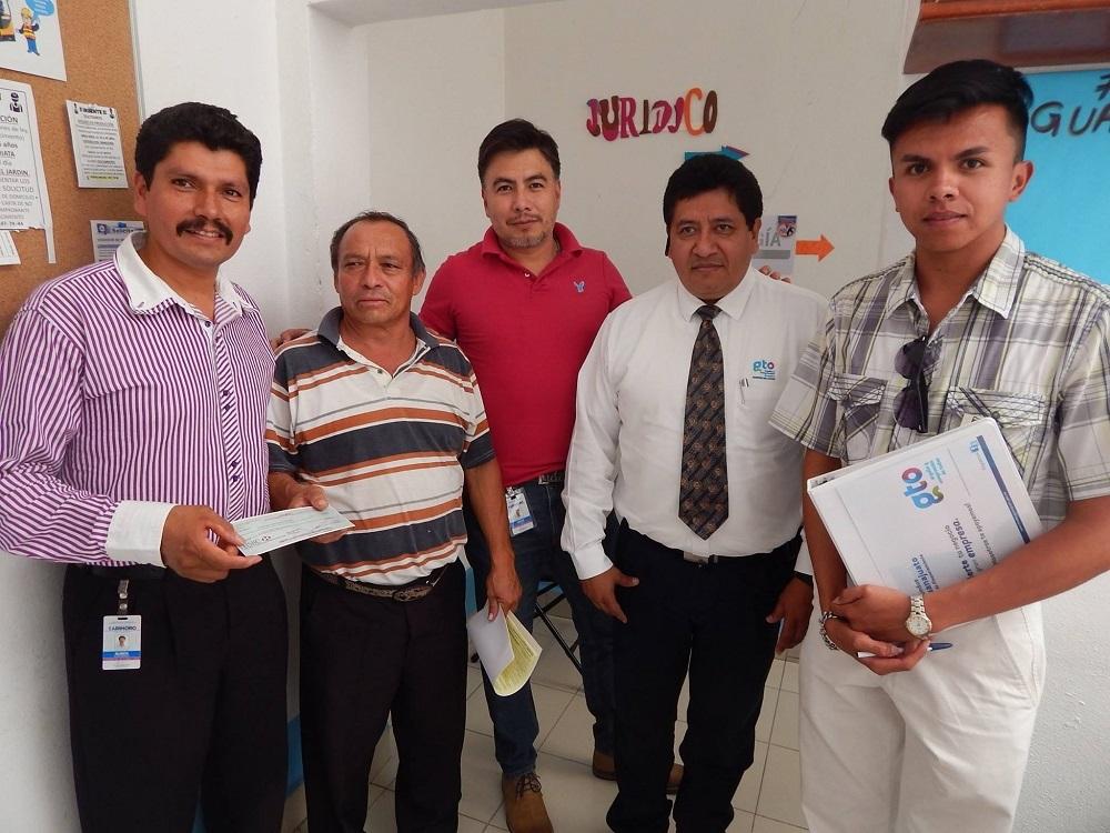 En esta ocasión se entregaron nueve cheques a igual número de personas, en la primera se entregaron siete cheques con un monto total de $ 107 mil 500 pesos