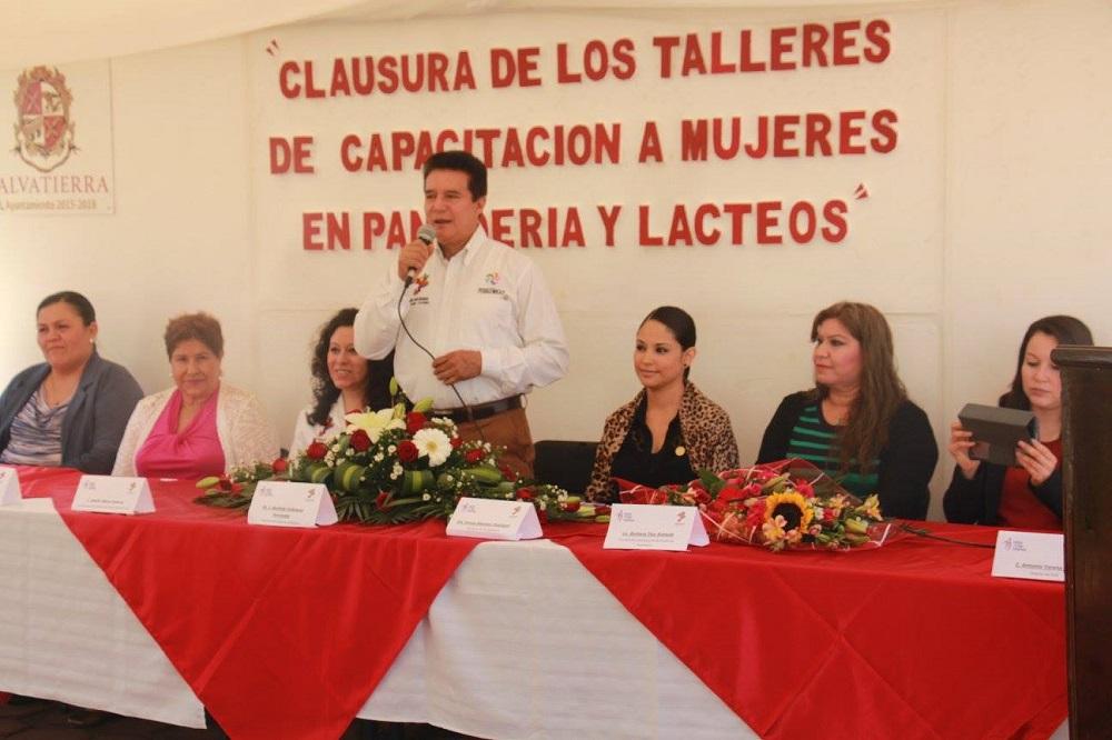 Velázquez Fernández, mencionó que estos cursos sirven de mucho aprendizaje a las féminas.