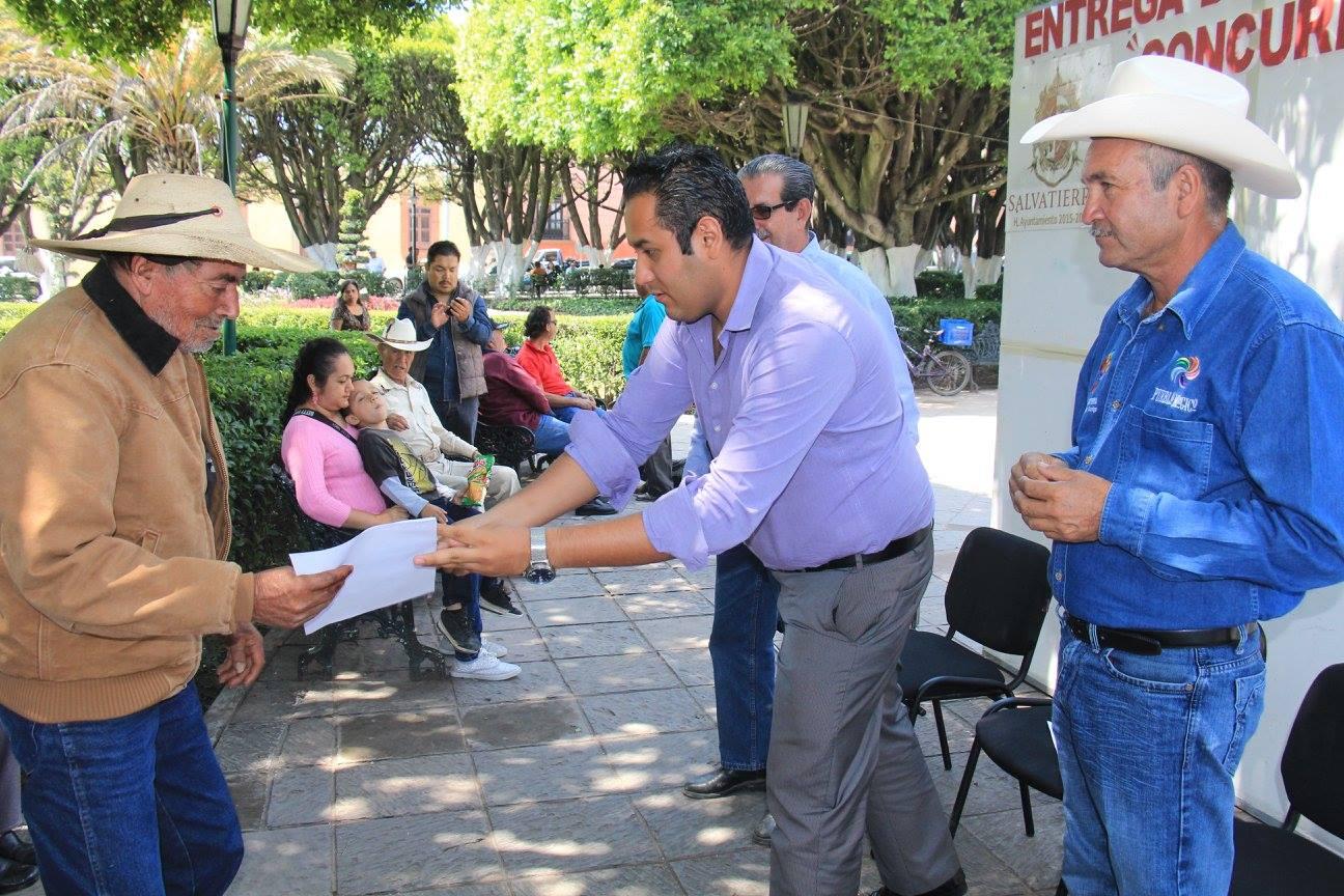 Se continúa con el crecimiento del sector del campo ahora beneficiando a ganaderos del municipio