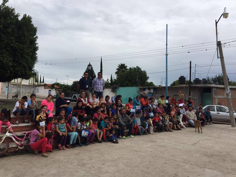 Realizaron un curso de verano ahora en la comunidad de Los Fierros donde decenas de niños acompañados de sus padres participaron en varias dinámicas.