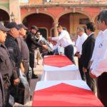 Velázquez Fernández , entregó 380 paquetes de uniformes a la misma cantidad de elementos del área de policía y vialidad, esto obtenido con un recurso del programa federal FORTASEG