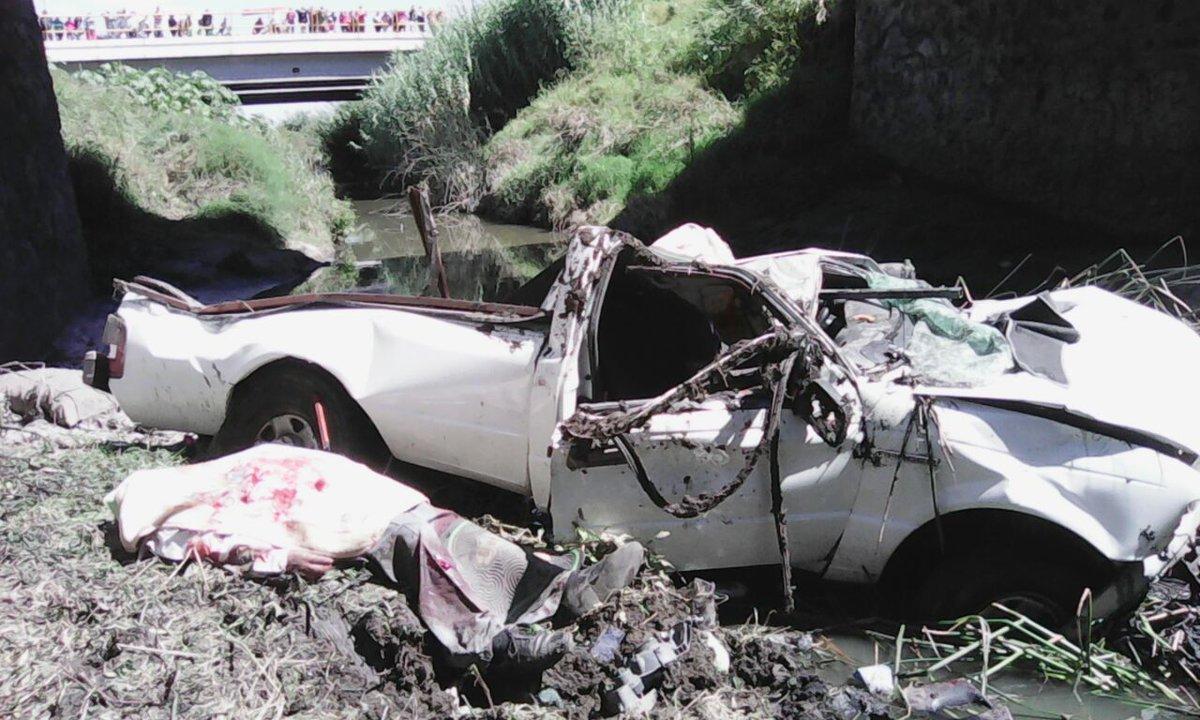 En la mañana del 15 de septiembre se registró un accidente en Irapuato, donde una persona murió y su acompañante resultó gravemente lesionado, ya que después de volcar la camioneta en la que viajaban esta por desgracia cayó al Canal de Coria.