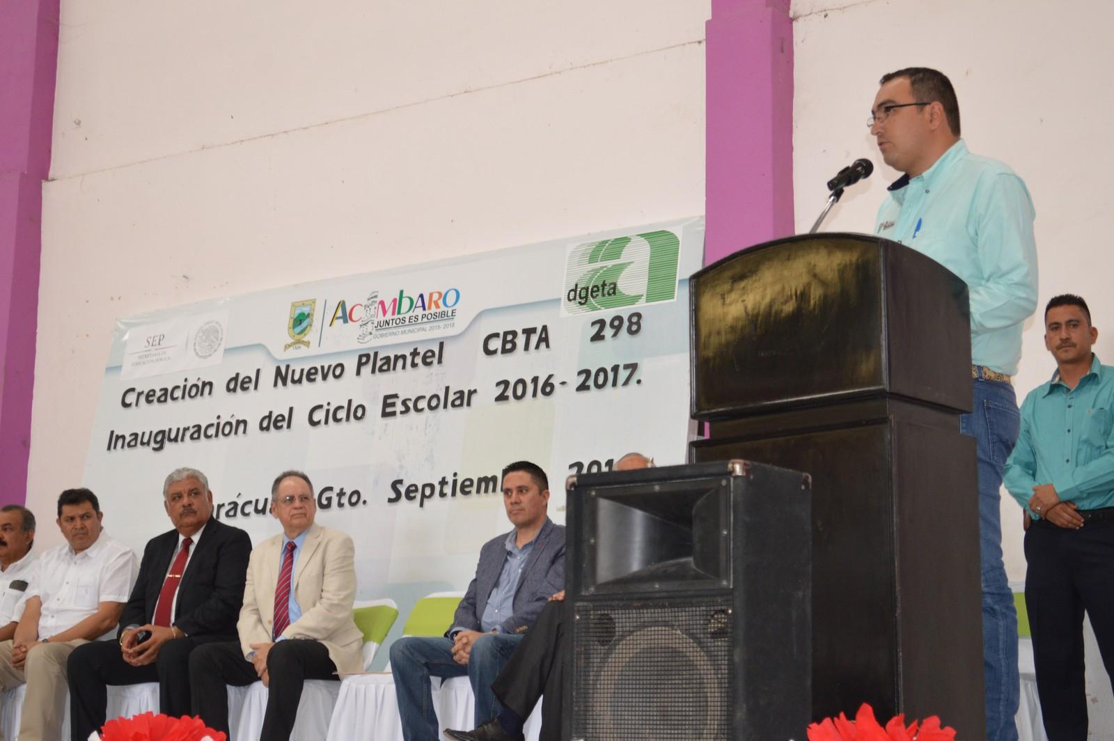 Los alumnos, están ya tomando sus clases en un salón de la delegación de Parácuaro, anteriormente eran una extensión de un plantel de Uriangato, pero ahora tienen ya su número oficial de escuela que es la 298 en la república mexicana, por lo que es una realidad.