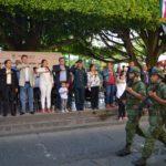 Se realizó un desfile cívico - militar con la participación de 14 instituciones educativas de nivel básico, medio y superior, así como de seguridad pública y el ejército mexicano, el cual pudieron apreciar cientos de familias que se congregaron por las principales calles de Acámbaro.