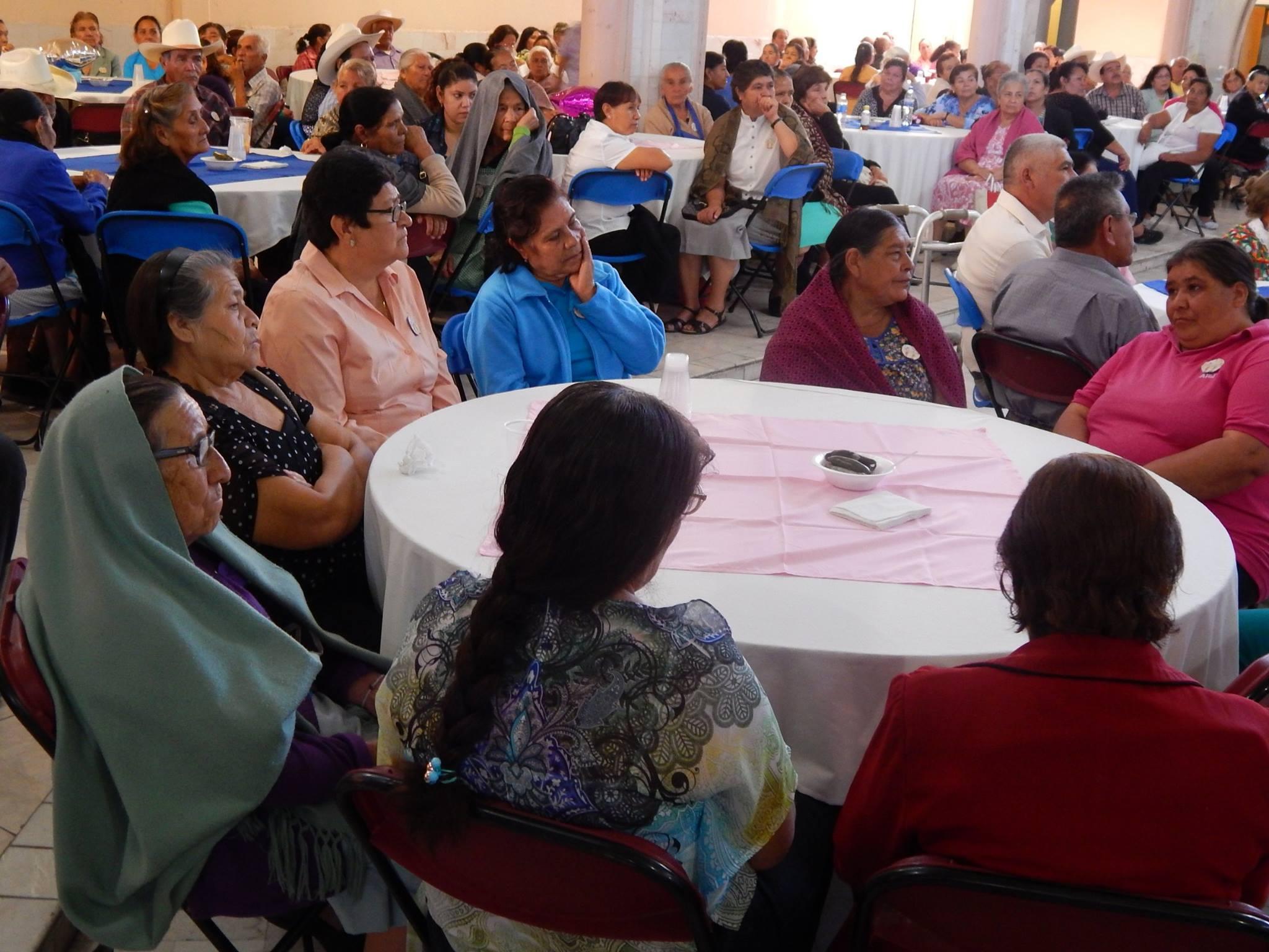 En su mensaje el presidente municipal Ing. Rafael Ramírez Tirado, dijo que siendo una fecha muy especial, no podía pasar desapercibida, fue por ello que el DIF preparó un gran evento con la finalidad de demostrarles lo importante que aun son para las familias los adultos mayores.