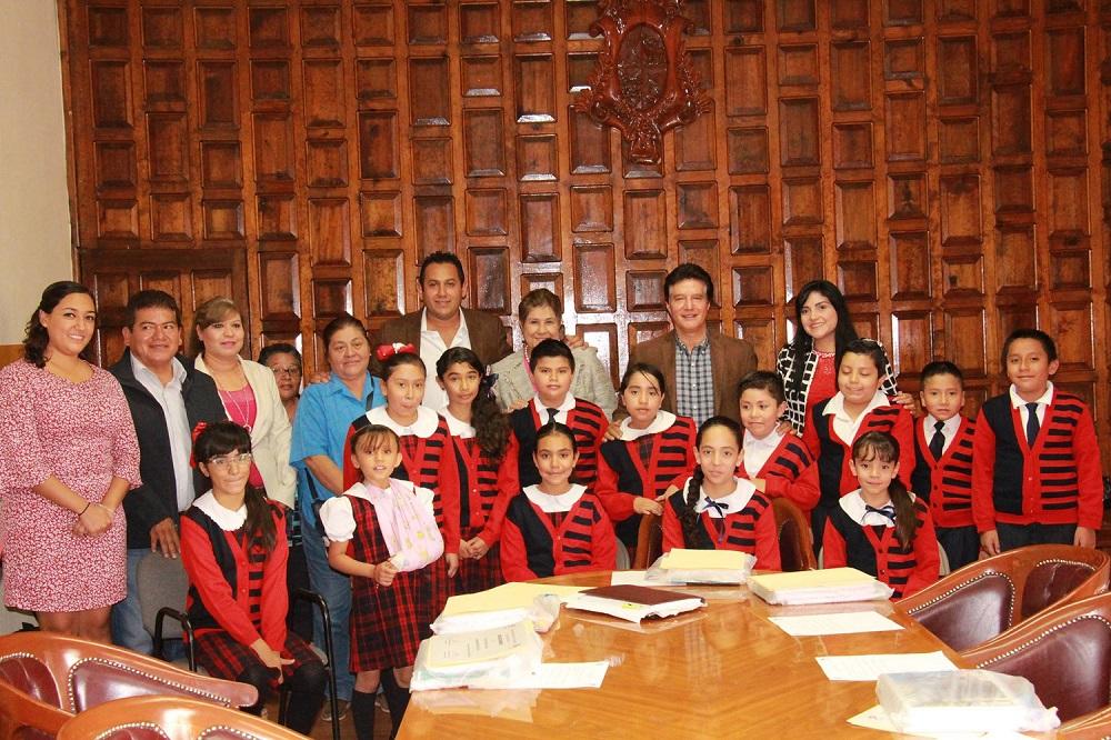 Alumnos de la escuela primaria Hermanos Arechederra vivieron la experiencia de ser miembros del gobierno municipal por un día.