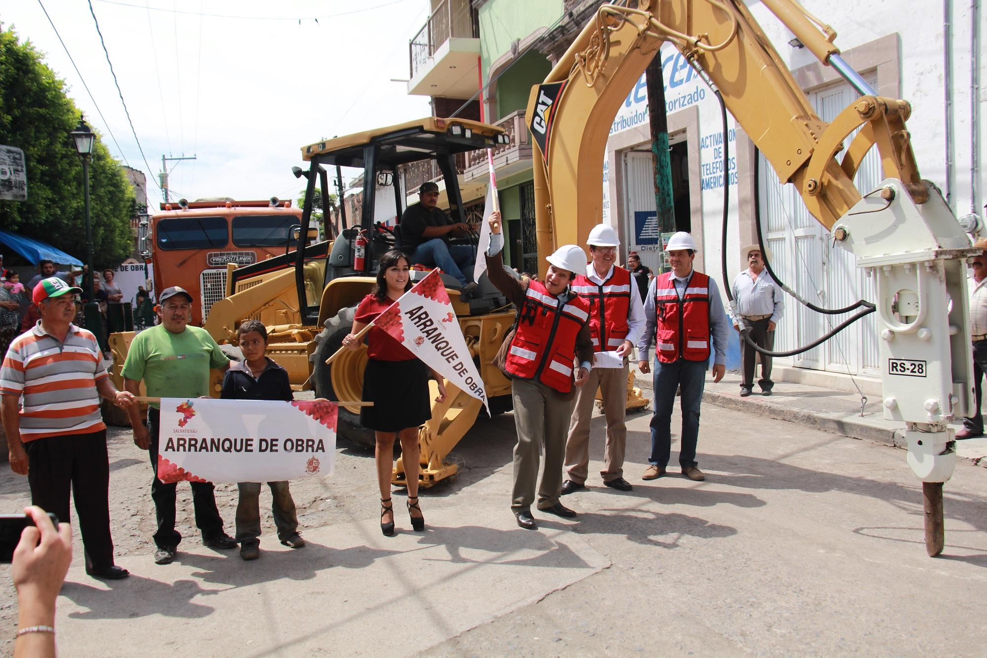 Velázquez Fernández, mencionó que esta obra pública es un compromiso más cumplido con la ciudadanía, ya que esto ayudara a dará una mejor imagen urbana al Sabino así como a mejorar la calidad de vida.