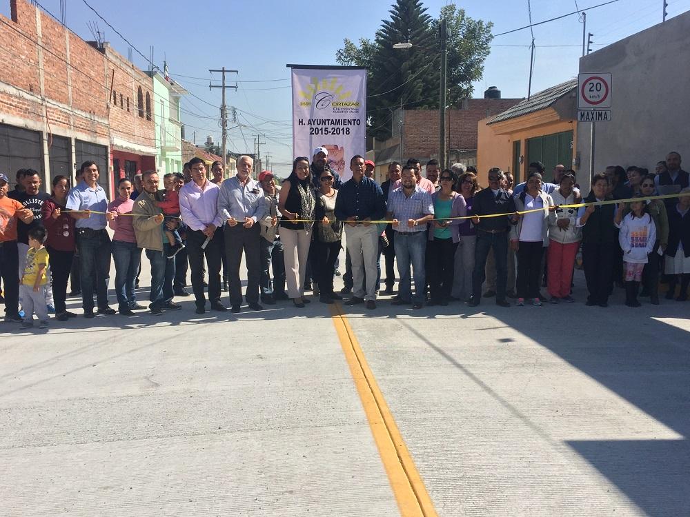 Se cortó el listón para la inauguración de la calle Justo Sierra, con la que se beneficiarán los cortazarenses que tienen necesidad de transitar por el lugar.
