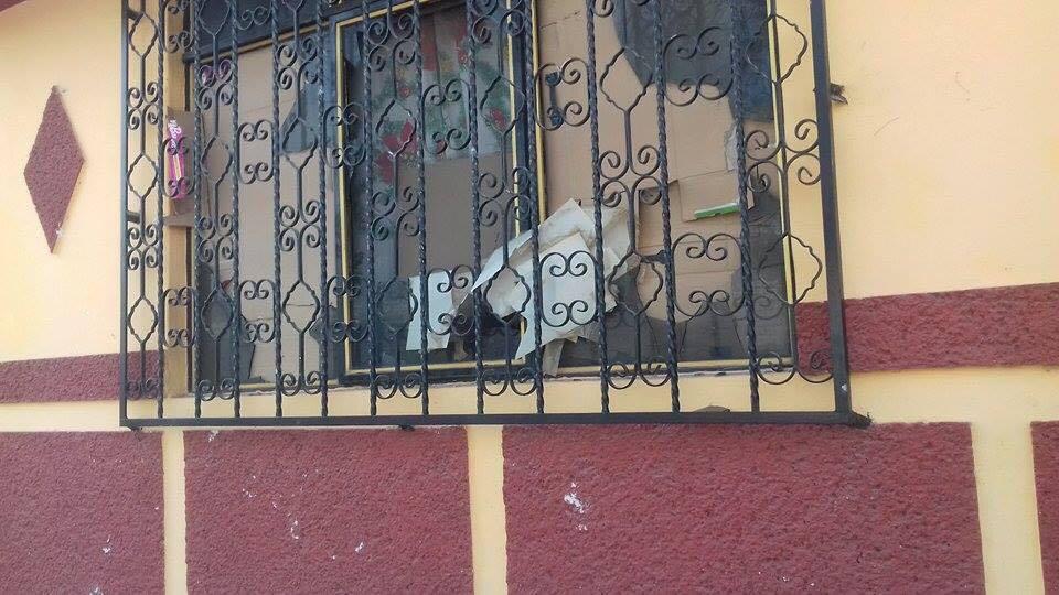 Daños en las viviendas de muchos vecinos de la colonia Carrillo Puerto indignó a los afectados, y ya presentaron denuncias ante el Ministerio Público, porque son menores de edad solapados por sus madres y casi nunca son castigados