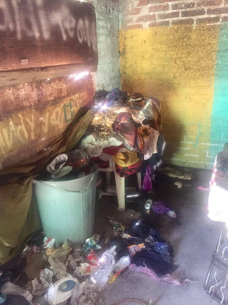 Del cuarto principal, una familia perdió todas sus pertenencias como camas, ropero y documentos. Al parecer un corto circuito inició el fuego en el que se quemaron todos los enseres de la cocina, aunque la única víctima fue un gatito.