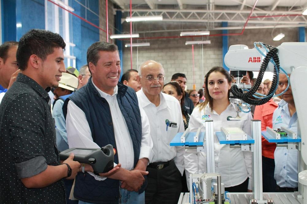 Alejandrina resaltó los logros académicos de la institución como el 4to. lugar nacional en Innovación con el proyecto de fertilización orgánica GREENLIFE