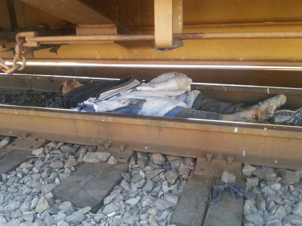 El cuerpo de un hombre de unos 30 años, quedó en medio de las paralelas, luego de ser embestido por el tren, casi frente a las antiguas instalaciones de la estación.