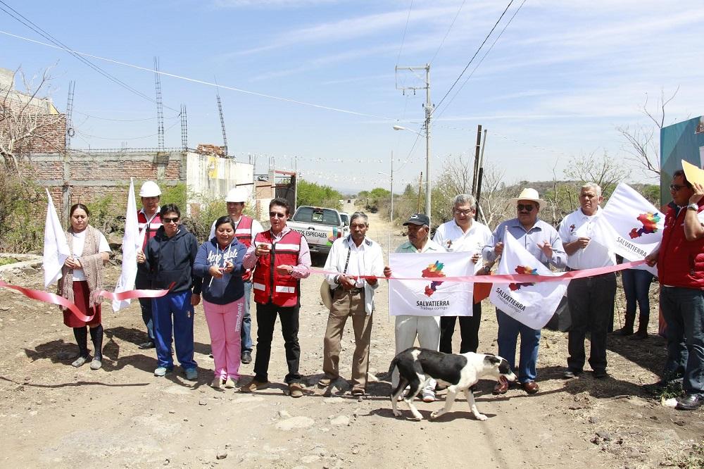 Posteriormente en el barrio de los García, de la comunidad de Urireo, se inauguró, la creación del área de distribución de la red de energía eléctrica