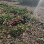 """Este sujeto al que apodan """"El Grillo"""" de la Calzada, fue encontrado tirado a un lado del antiguo camino a Tierrafría, al principio se le creyó muerto porque no se movía, pero después se llamó a los paramédicos de la Cruz Roja y lo atendieron."""