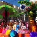 Posteriormente se llevó a cabo el tradicional desfile de primavera, donde se tuvo la participación de 17 contingentes, los cuales recorrieron las calles principales de Tarimoro, llenándolas de alegría, colores y sonrisas.