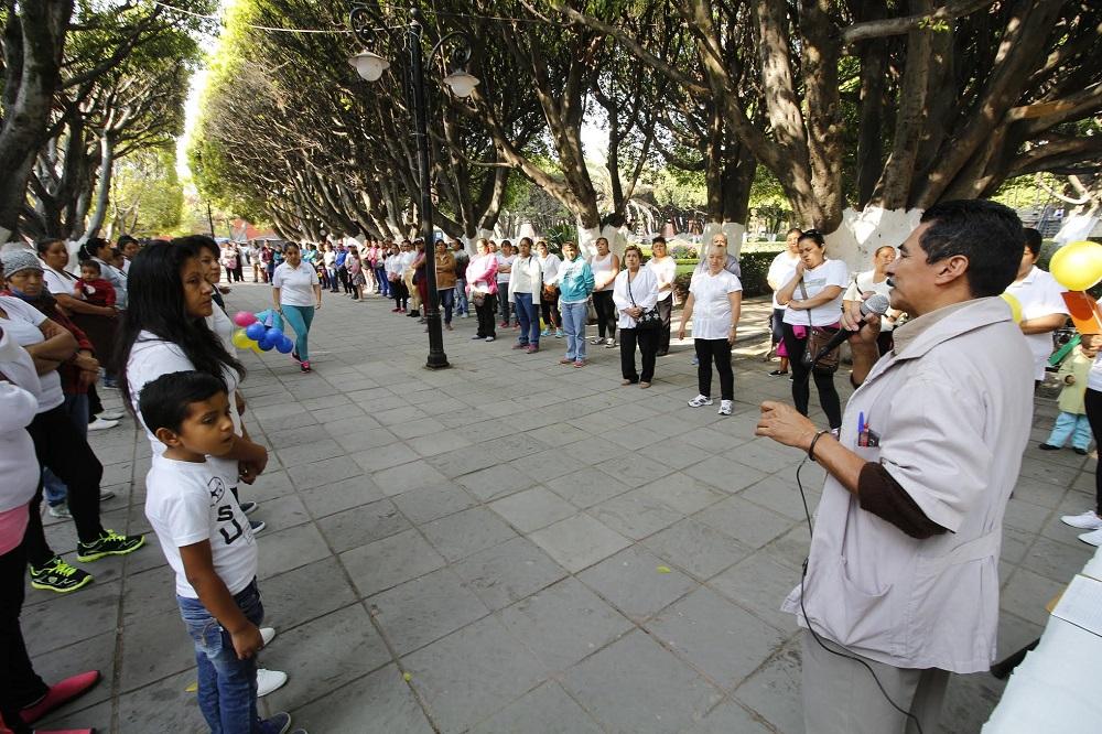 , Melquiades Gaytán, mencionó a los presentes que actualmente en Salvatierra y en todo el país existe un serio problema de habitantes con obesidad