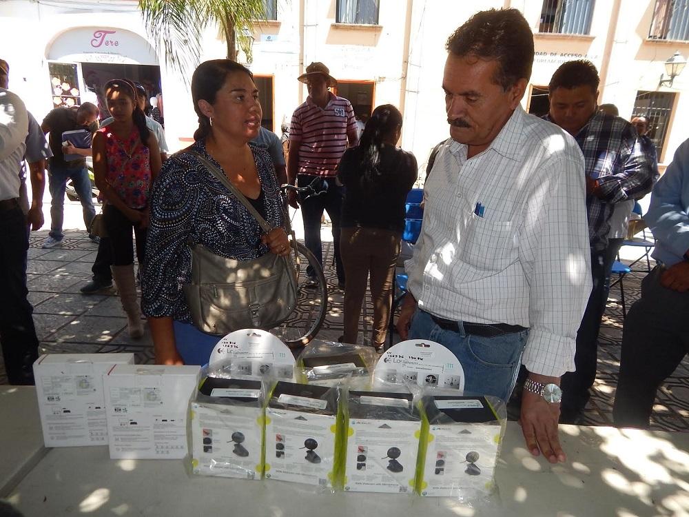 el municipio hizo entrega de 17 apoyos económicos