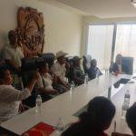 Los representantes de los danzantes que suben al Culiacán para celebrar la Santa Cruz, tuvieron una reunión con el alcalde Hugo Estefanía, para presentar sus necesidades, y demandar algunos apoyos para mantener la tradición.