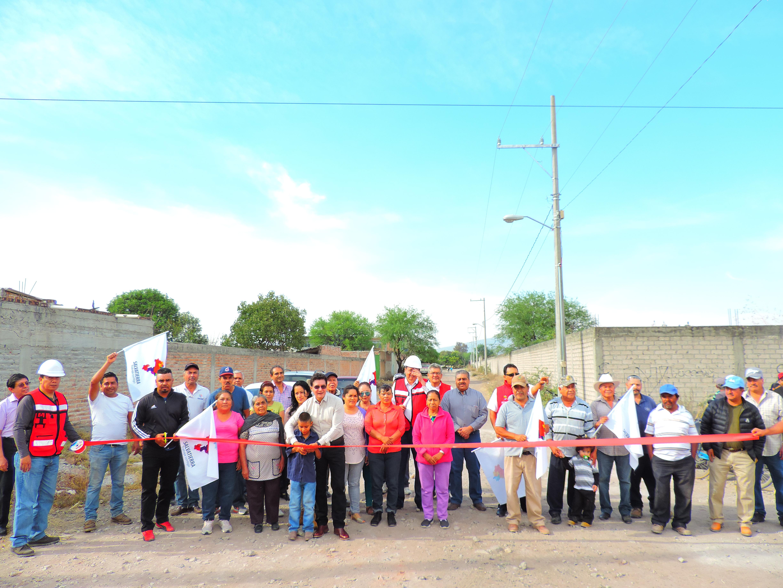 En el evento de inauguración de ambas obras públicas, el Presidente municipal, J. Herlindo Velázquez Fernández, señaló que esta obra favorece a una gran cantidad de familias principalmente a los niños y adultos mayores, ya que pueden transitar y convivir de una manera más segura.