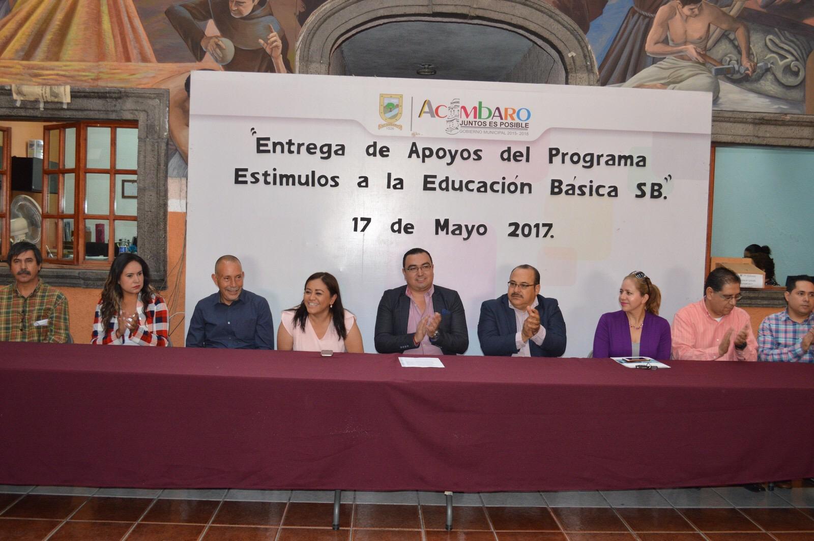 En su mensaje el Alcalde Municipal felicitó a los 1050 niños y jóvenes que recibirán el pago de 4 bimestres de estas becas, e invitó a los padres de familia a que aprovechen el recurso y se aplique cabalmente en la educación de sus hijos.