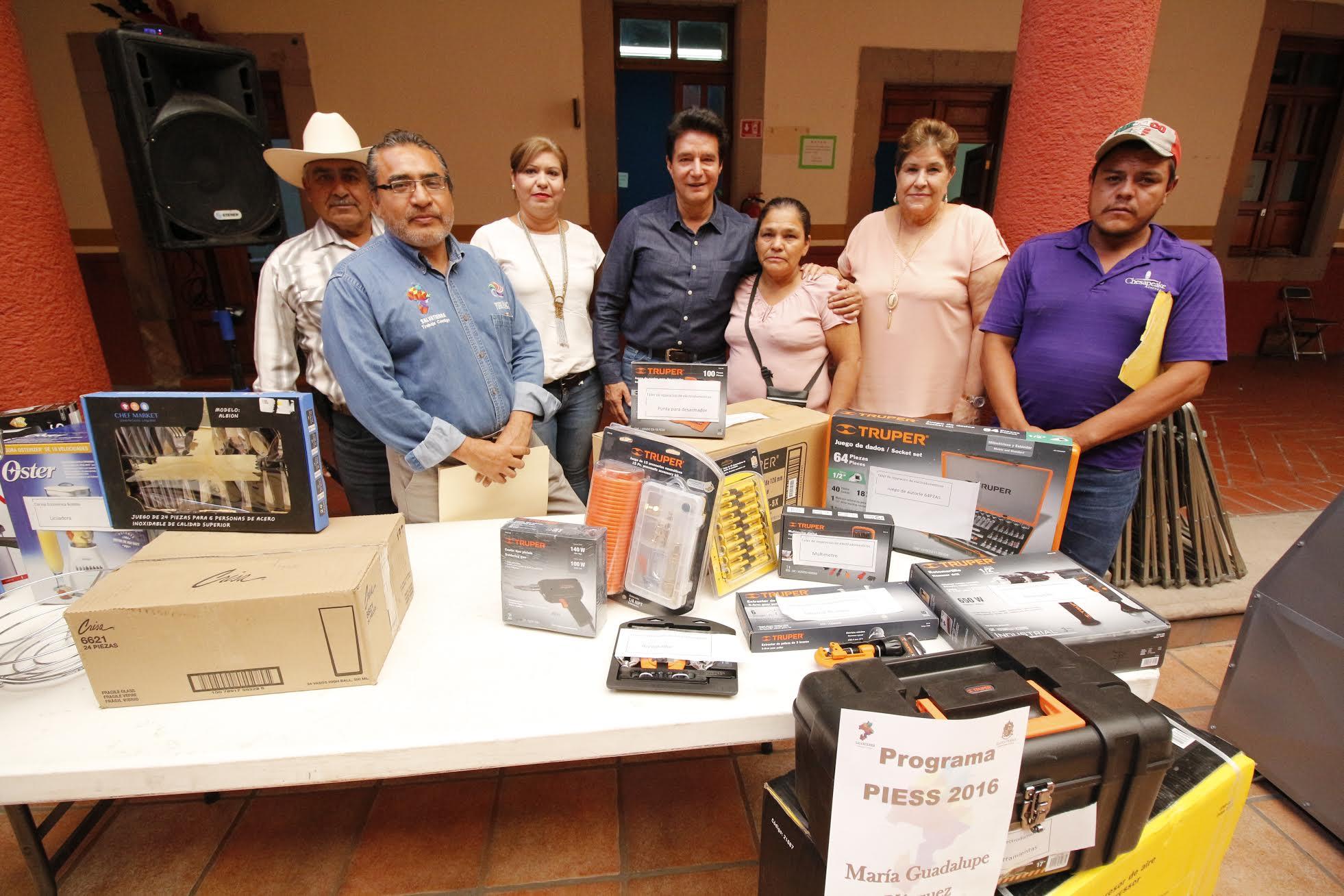 Por su parte Velázquez Fernández, indicó que, en lo que resta de la administración municipal se redoblaran esfuerzos para que más salvaterrenses se beneficien con esta clase de apoyos