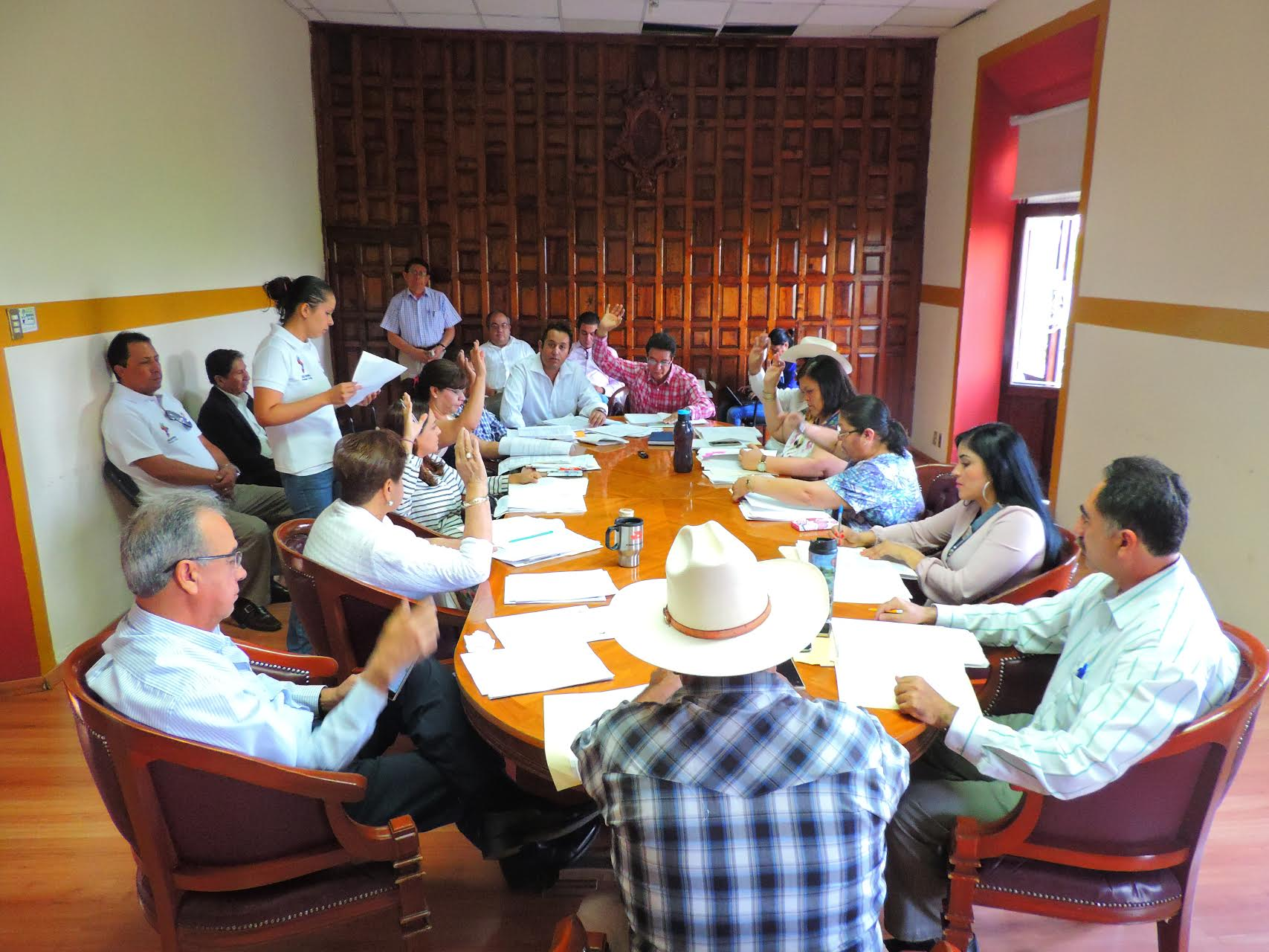 la funcionaria señaló, que el ayuntamiento aprobó la aplicación de un millón de pesos para la creación de una cancha de usos múltiples en la colonia Haciendas de Salvatierra