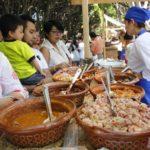 Desde las 10 de la mañana personas comenzaron a llegar al jardín principal para degustar las diferentes presentaciones de los platillos