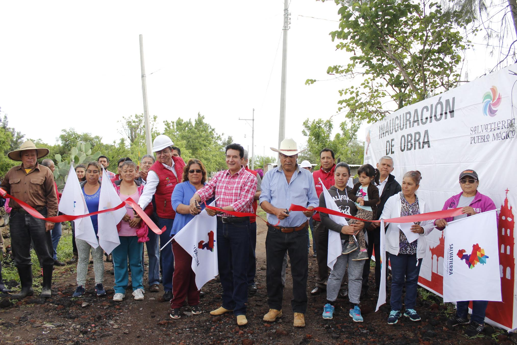 Velázquez Fernández, se comprometió a iniciar la segunda etapa que incluye una planta de tratamiento de aguas para esta zona del municipio.