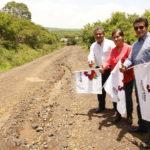 Dieron el banderazo de inicio a los trabajos de rehabilitación del camino que comunica las comunidades de las Cruces y la Leona,
