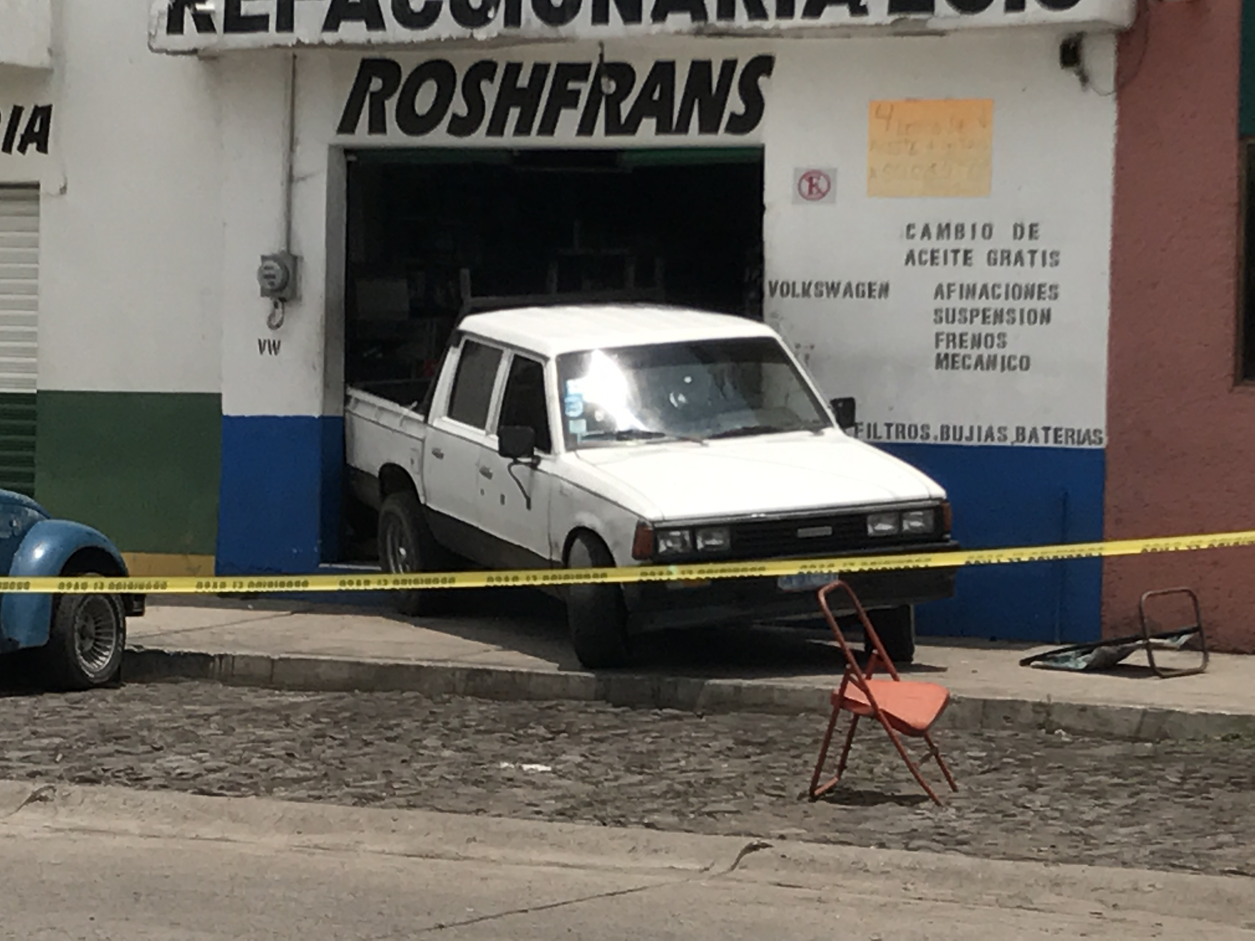 Un hombre que se encontraba abordó de una camioneta blanca fue atacado por sujetos desconocidos en el boulevard Posadas Ocampo con armas de fuego, esto ante la presencia de decenas de personas que circulaban por el lugar al tratarse de horas pico.