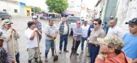 Limpian calles afectadas por lluvias