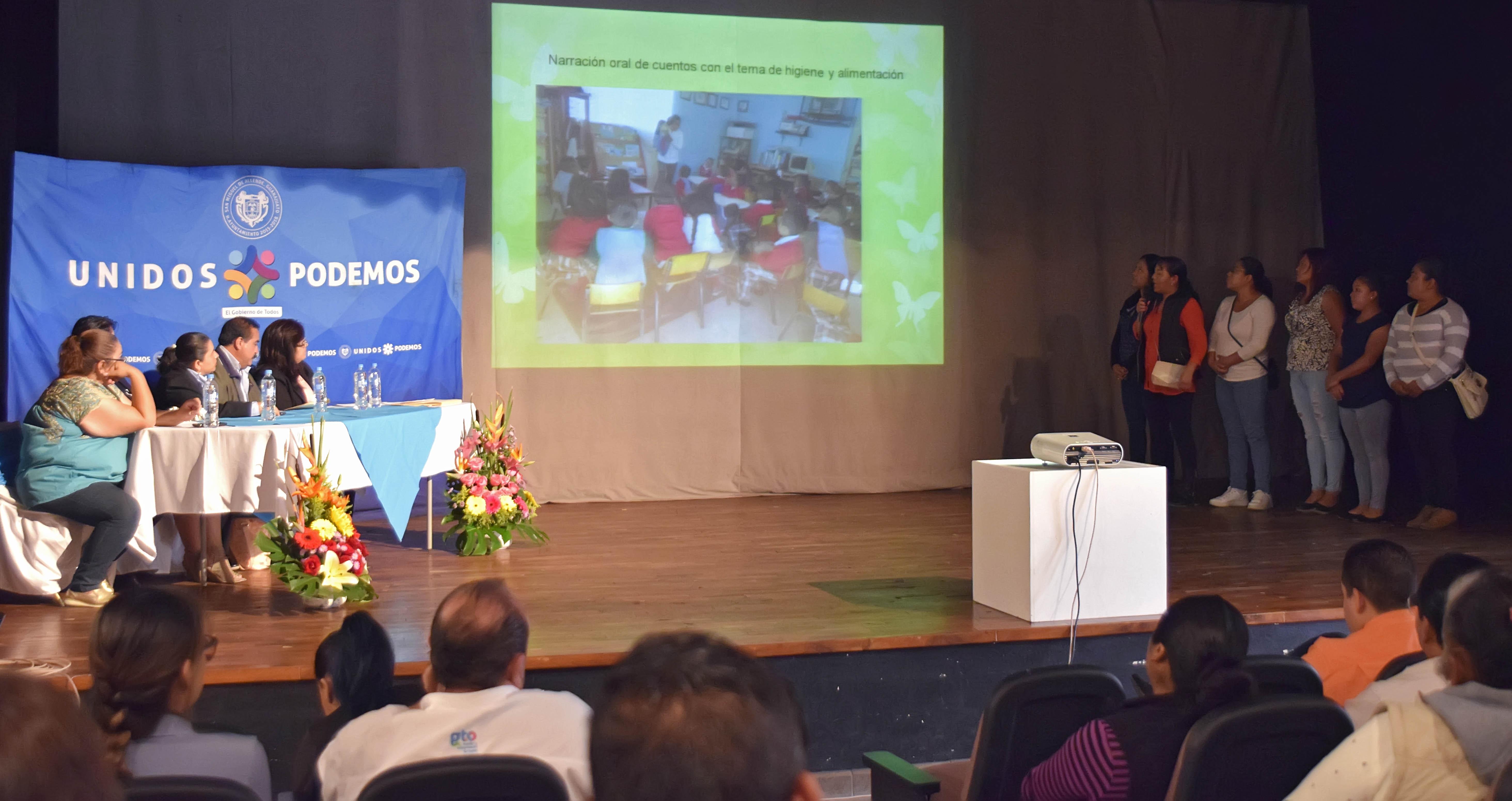 Los Consejos Escolares de Participación Social se integran por padres de familia