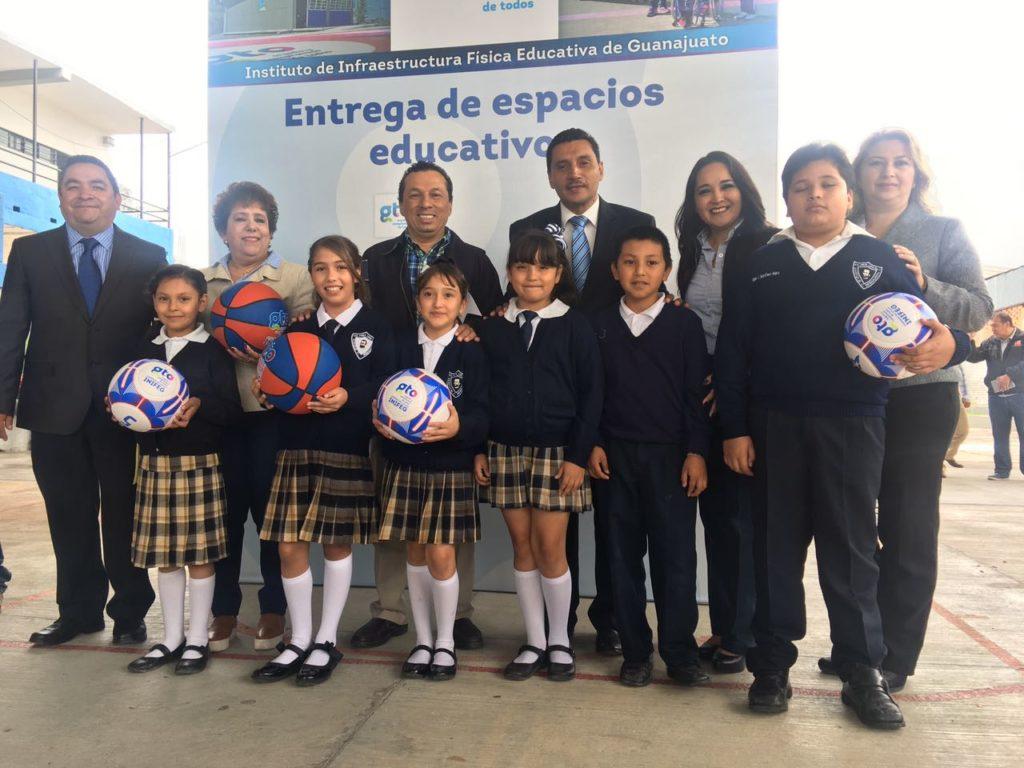 Se inauguro el techado de las canchas de la escuela primaria Enrique C. Rebsamen y la secundaria María Fuentes Sandoval, donde se hizo una inversión total de dos millones 584 mil 833.68 pesos.