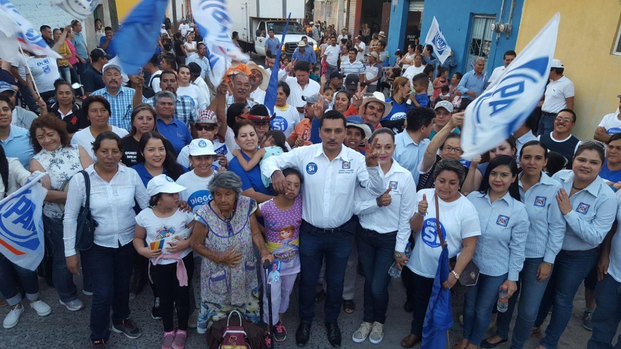 El candidato panista estuvo acompañado por su esposa la Sra. Karla Durán Y liderazgos panistas
