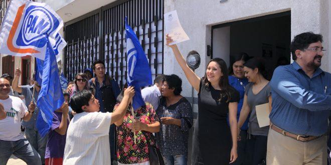 Alejandrina recibe la constancia de mayoría como alcaldesa electa