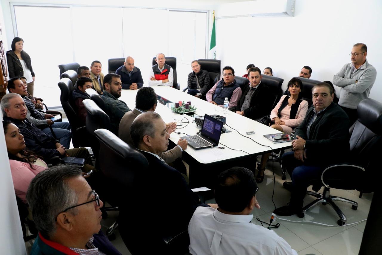 Continuando con el proceso para contar con un municipio trasparente, este martes el Presidente Municipal, Ariel Corona Rodríguez tomó protesta a los integrantes del Consejo de Mejora Regulatoria.